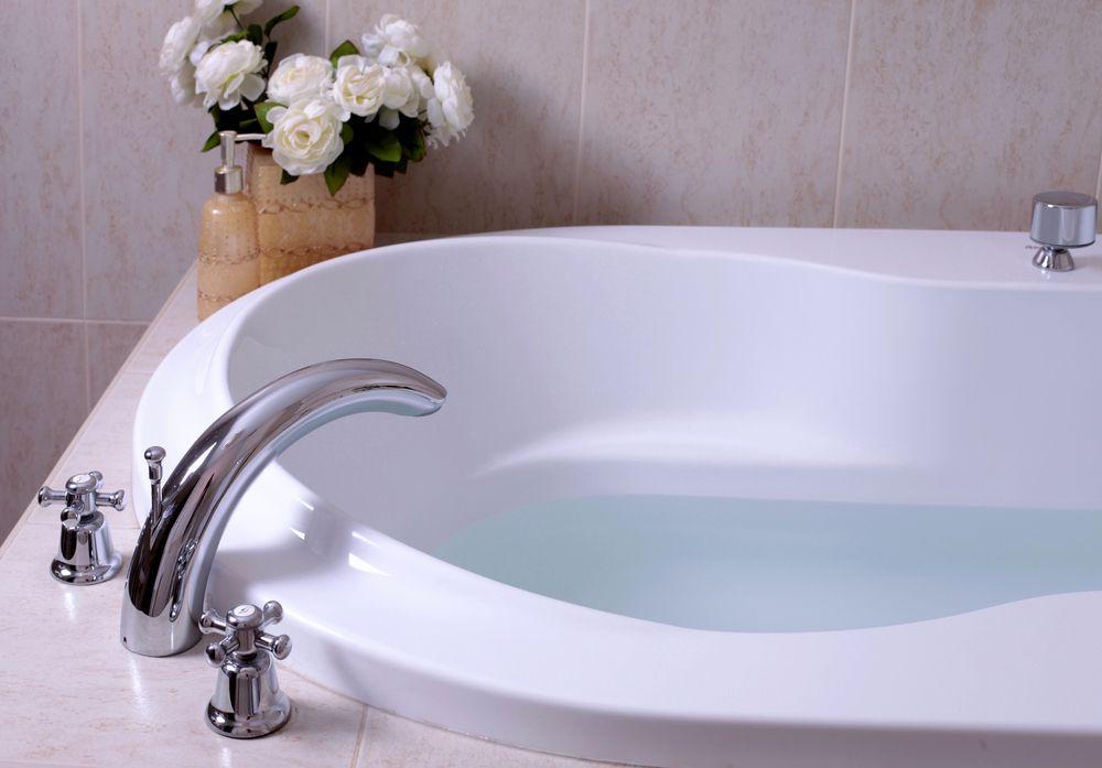 お風呂で溺れるのは交通事故より割合が高い!?入浴時は気をつけて!