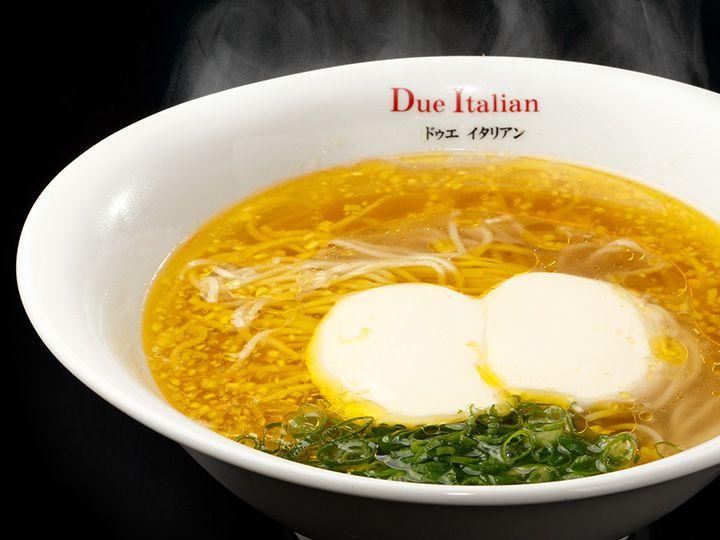 「ドゥエ イタリアン」のらぁ麺フロマージュ